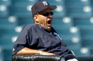 Joe_torre_planning_attack_3