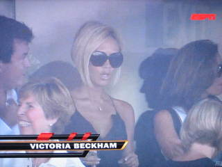 Victoria_beckham_giant_glasses