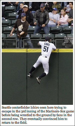 Ichiro_tries_escaping_seattle_4