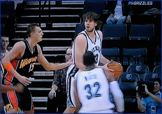 Marc-Gasol-Grizzlies-crowd
