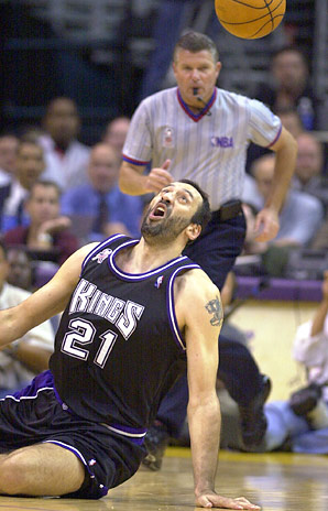 Vlade Divac retired jersey