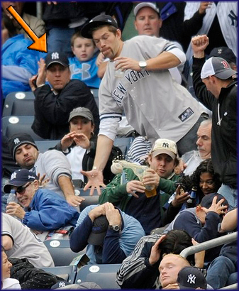 Yankees-Fan-Foul-Ball