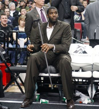 Greg-Oden-a-cane-and-a-world-of-sadness1