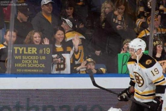 Tyler Seguin blow job sign
